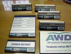 AWD - dveřní cedulka (hliníkový systém Cosign Indoor)