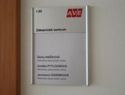 AVE - dveční cedulka (cedulka Curvo A5 s gravírováním)